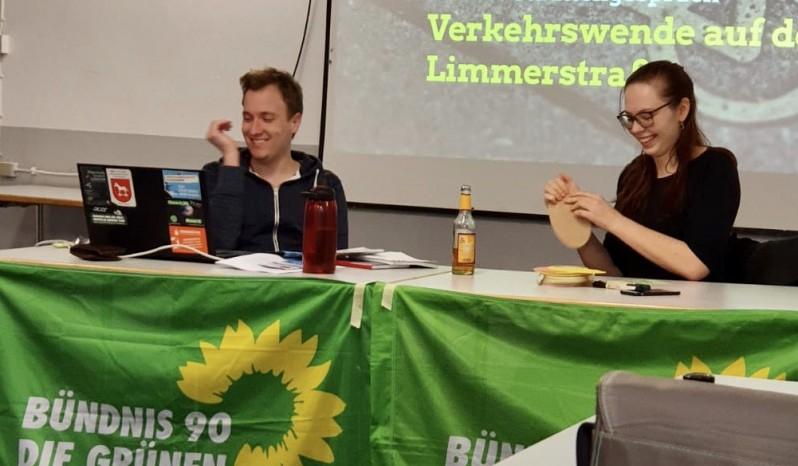 Die Grünen-Sprecher*innen Bela Mittelstädt und Greta Garlichs